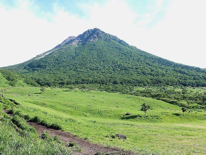 正面登山口からの由布岳