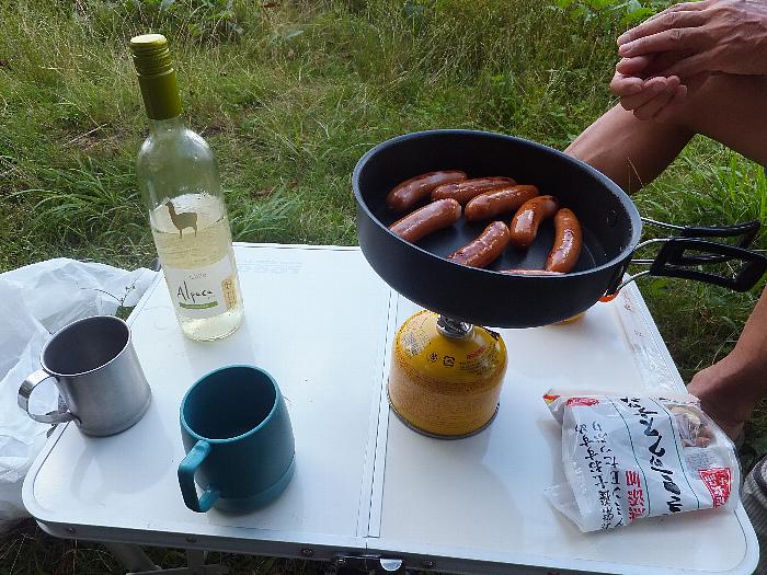 ウィンナーソーセージと白ワイン