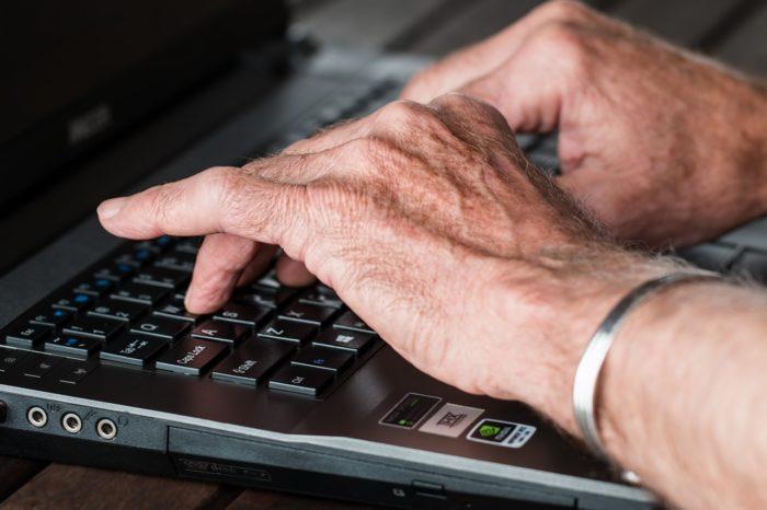 シニアとキーボード