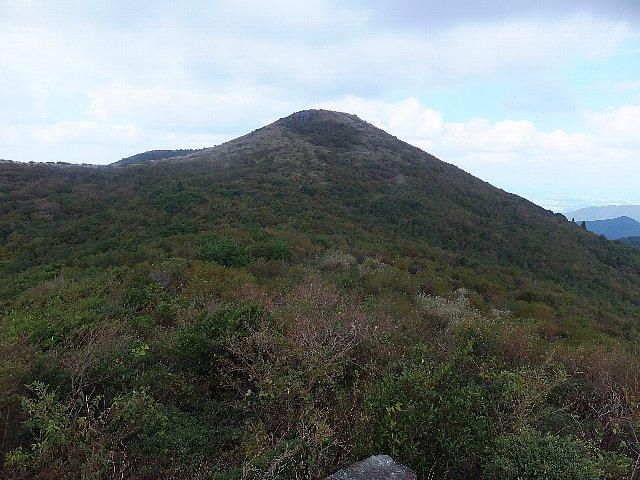 鈴ヶ岩屋から望む福智山