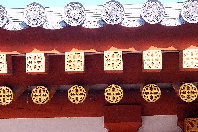 薬師寺回廊の隅木(すみぎ)飾りと垂木(たるき)飾り