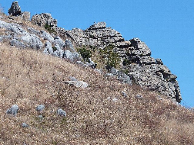 平尾台 鬼の唐手岩