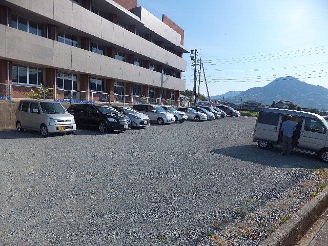 右田ヶ岳 右田小学校横の駐車場