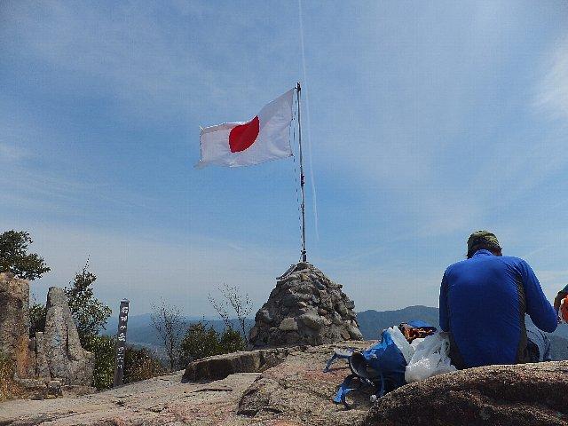 右田ヶ岳 山頂の日の丸