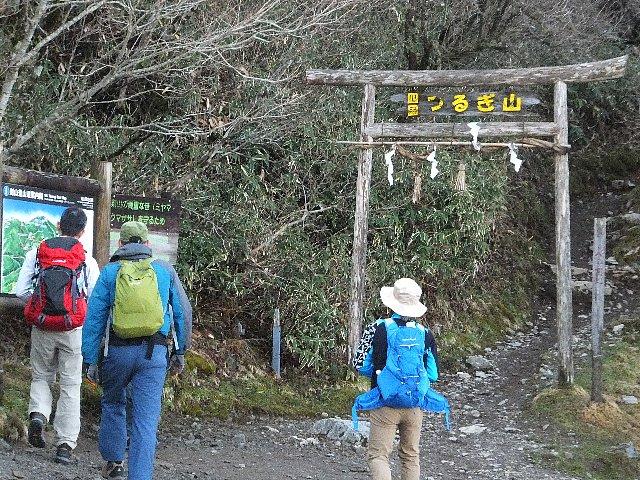 剣山遊歩道コース取付の鳥居