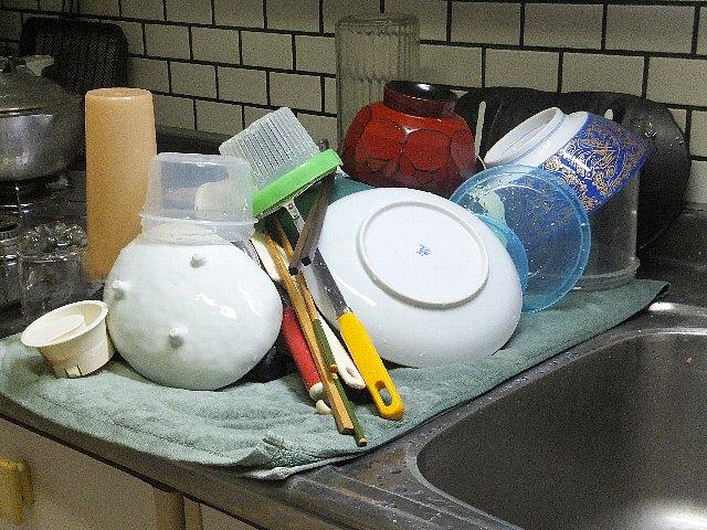 洗い終えた食器の山