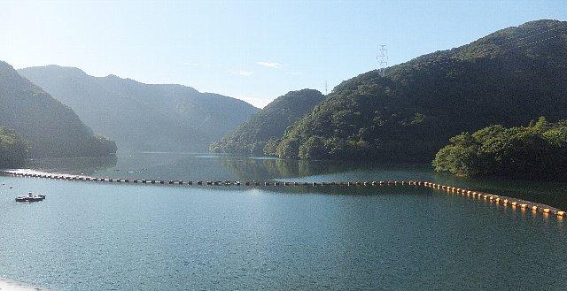 満々と水を蓄えた鱒淵ダム