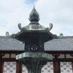法隆寺大講堂前の燈籠