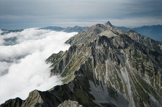 北穂高岳から見下ろす大キレット