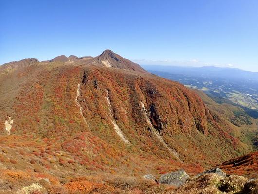 肥前ヶ城の西懸崖の紅葉