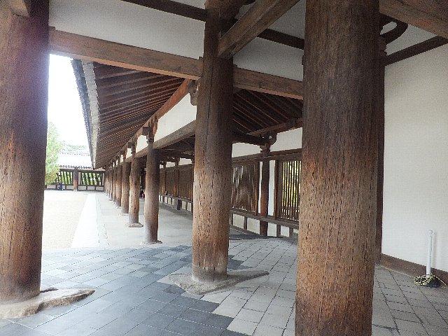 法隆寺回廊の柱