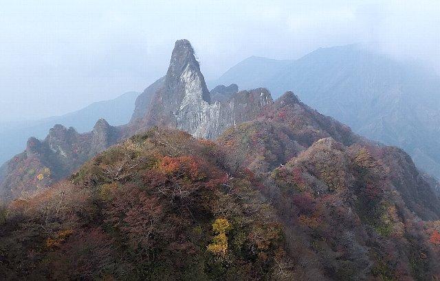 阿蘇・根子岳東峰から臨む天狗峰