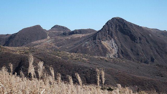 扇ヶ鼻からの展望、右から久住山、中岳、天狗ヶ城