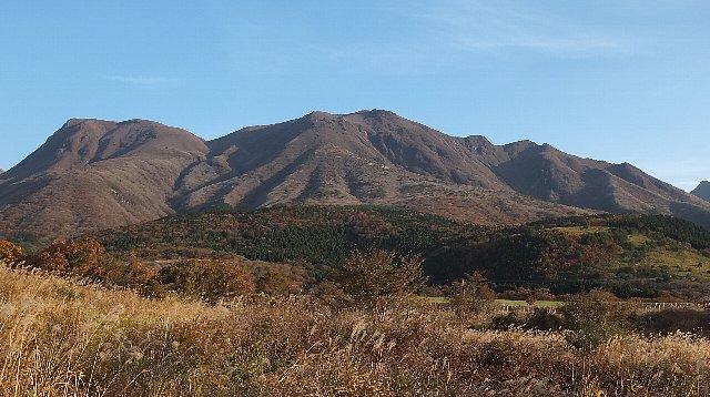 南登山口から望むくじゅう連山