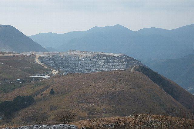 貫山 平尾台 大平山 三菱マテリアル 石灰岩採石場