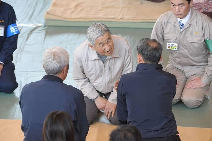 東日本大震災の被災地・宮城県で被災者を慰問なさる天皇陛下