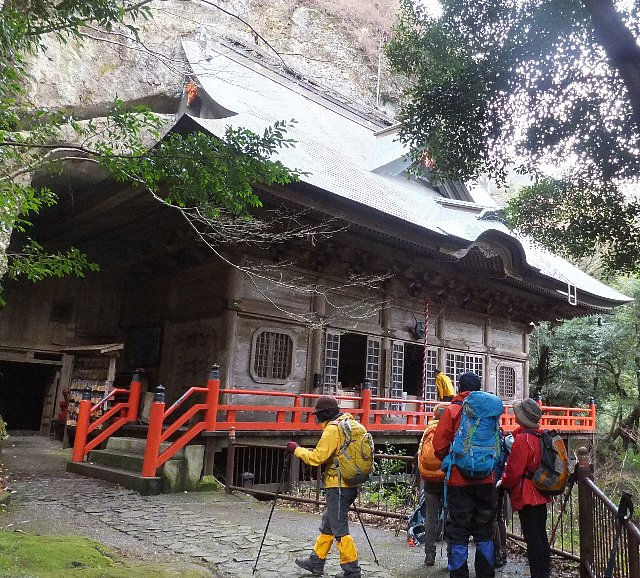 両子寺の奥ノ院。子授けの寺として名高いとか。