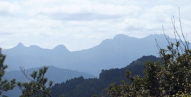 岩石山 国見岩から見る英彦山