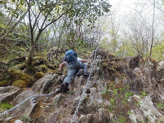 犬ヶ岳 笈吊岩
