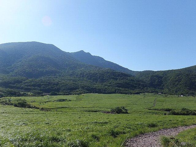 坊がつる湿原 前方にこれから登る大船山が見えている。