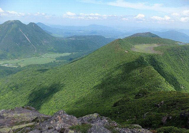 大船山頂から望む米窪と三俣山