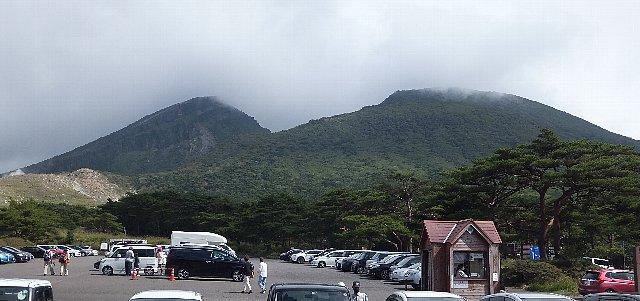 えびの高原から仰ぐ韓国岳