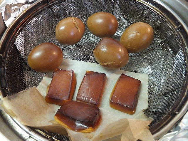 チーズと煮卵(燻製)