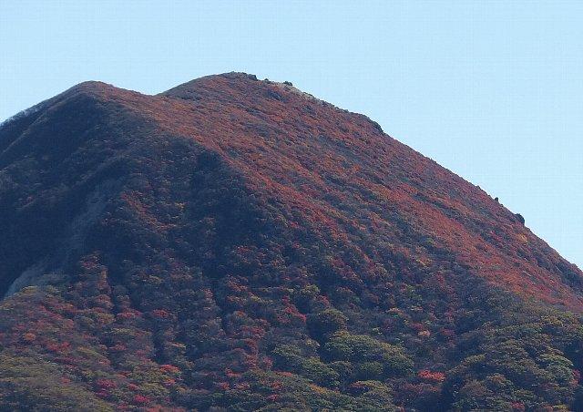 猟師岳から望む扇ヶ鼻の紅葉