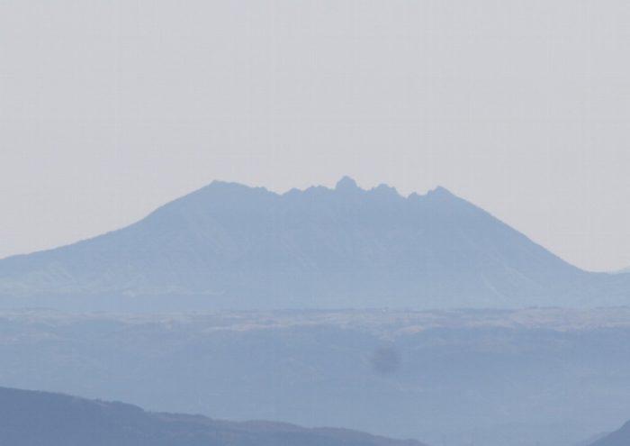 英彦山から遠望する根子岳
