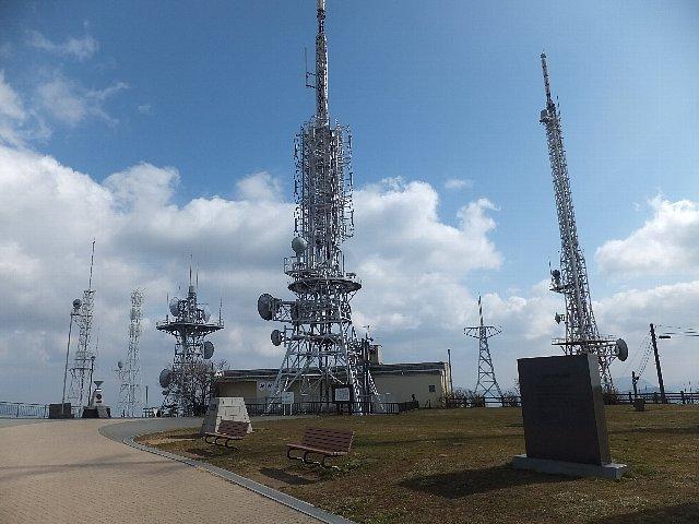 皿倉山頂の電波塔群