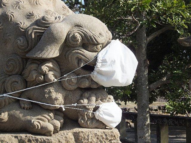 マスクをかけた狛犬 松江神社
