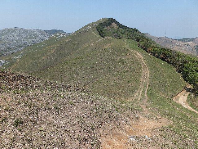 平尾台 周防台へ続く稜線