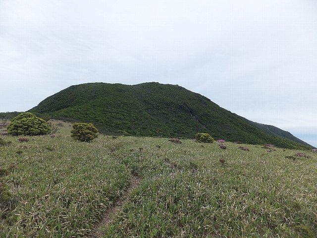 岩井川岳から仰ぐ扇ヶ鼻